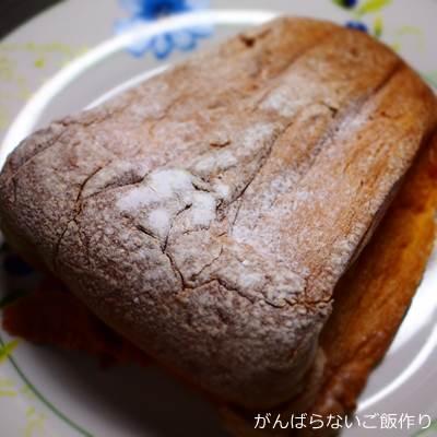 粉砂糖をふったパンドーロ