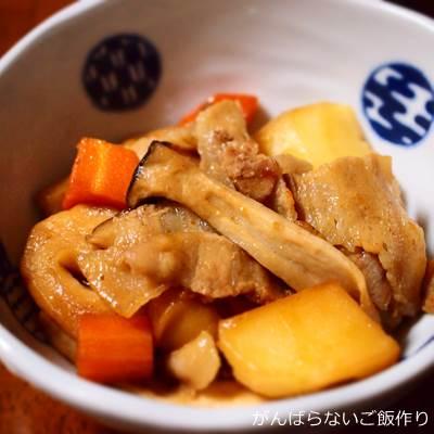 豚肉・野菜・麩の煮物