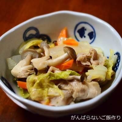 白菜・豚肉・シメジの蒸し煮