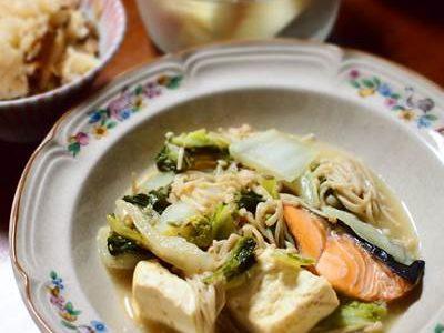 白菜と鮭の味噌煮込みの献立