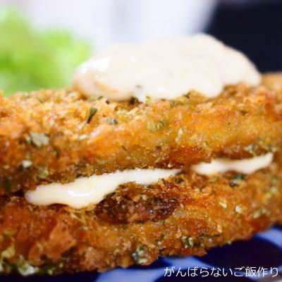 タルタルソースを挟んだ白身魚フライ