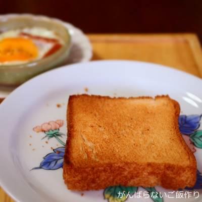 玄米パンと目玉焼き