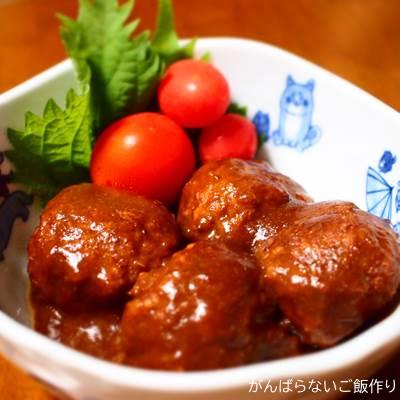器に盛りつけた米久の肉だんご ごま味噌